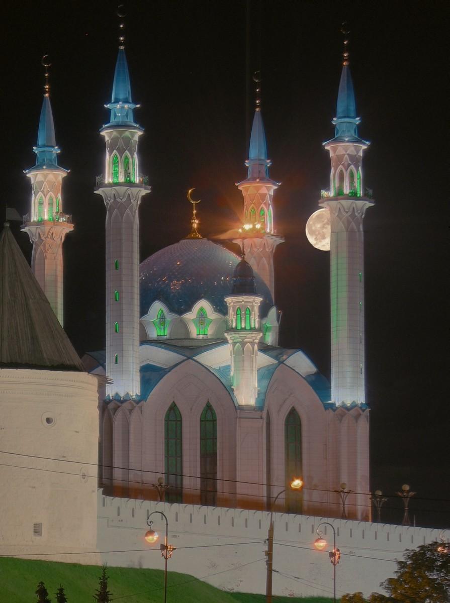 Луна над мечетью Кул-Шариф