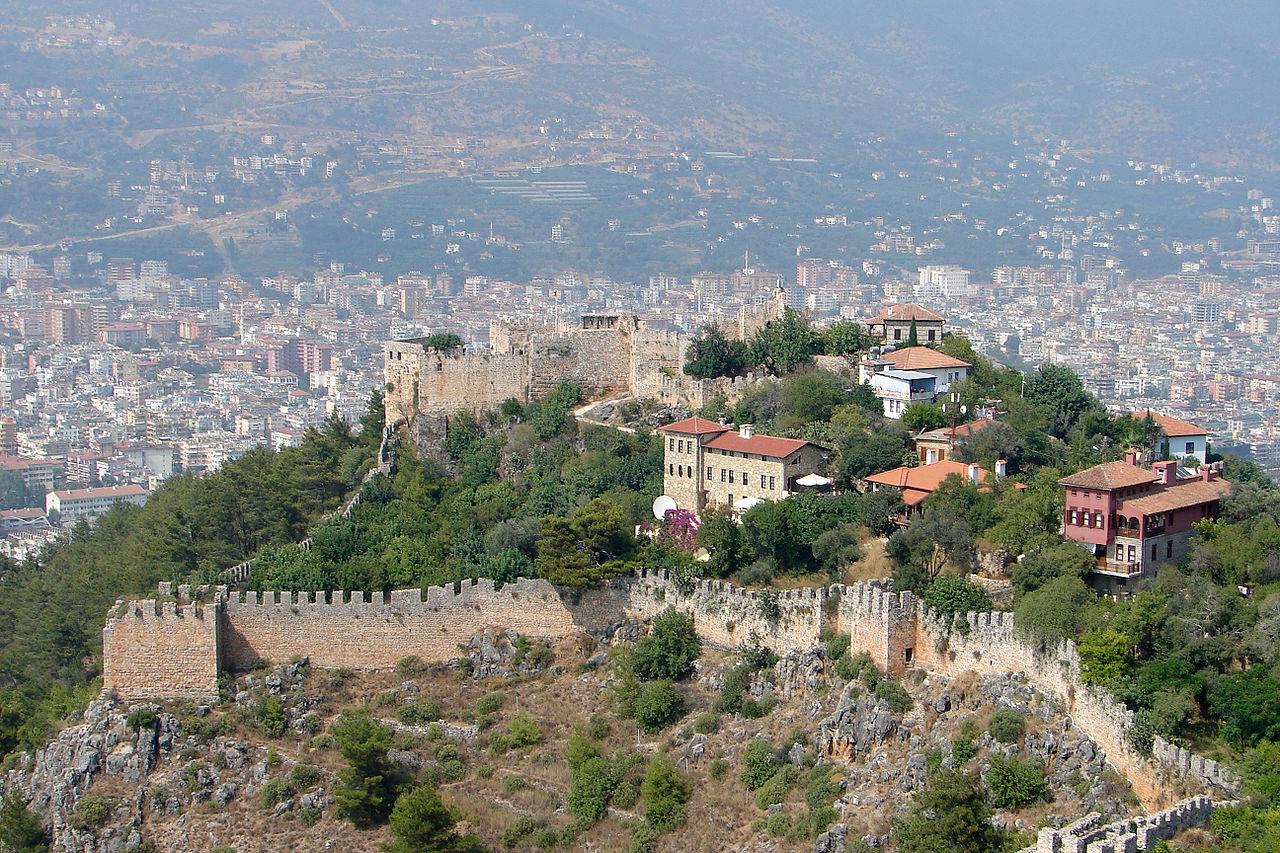 Панорамный вид на крепость Аланьи