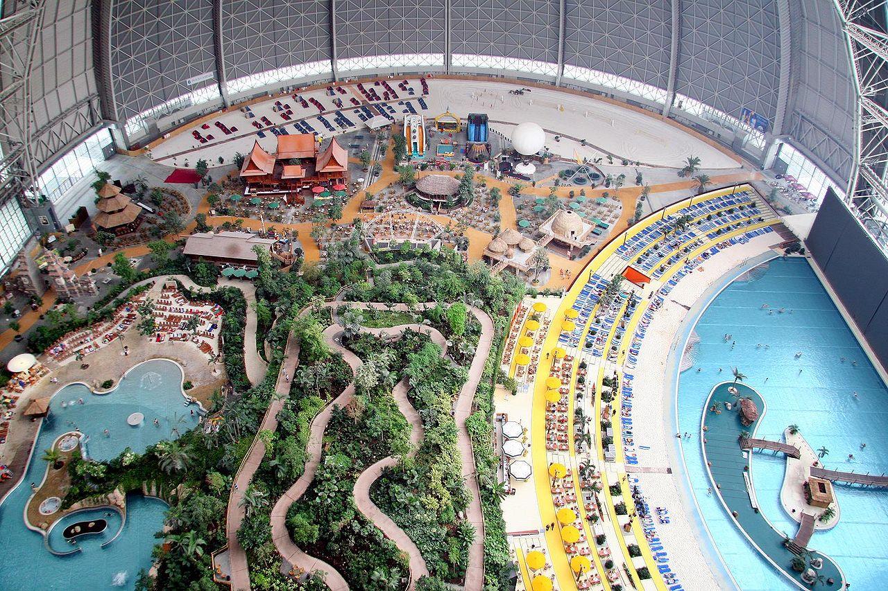 Аквапарк Tropical Island, вид из-под купола