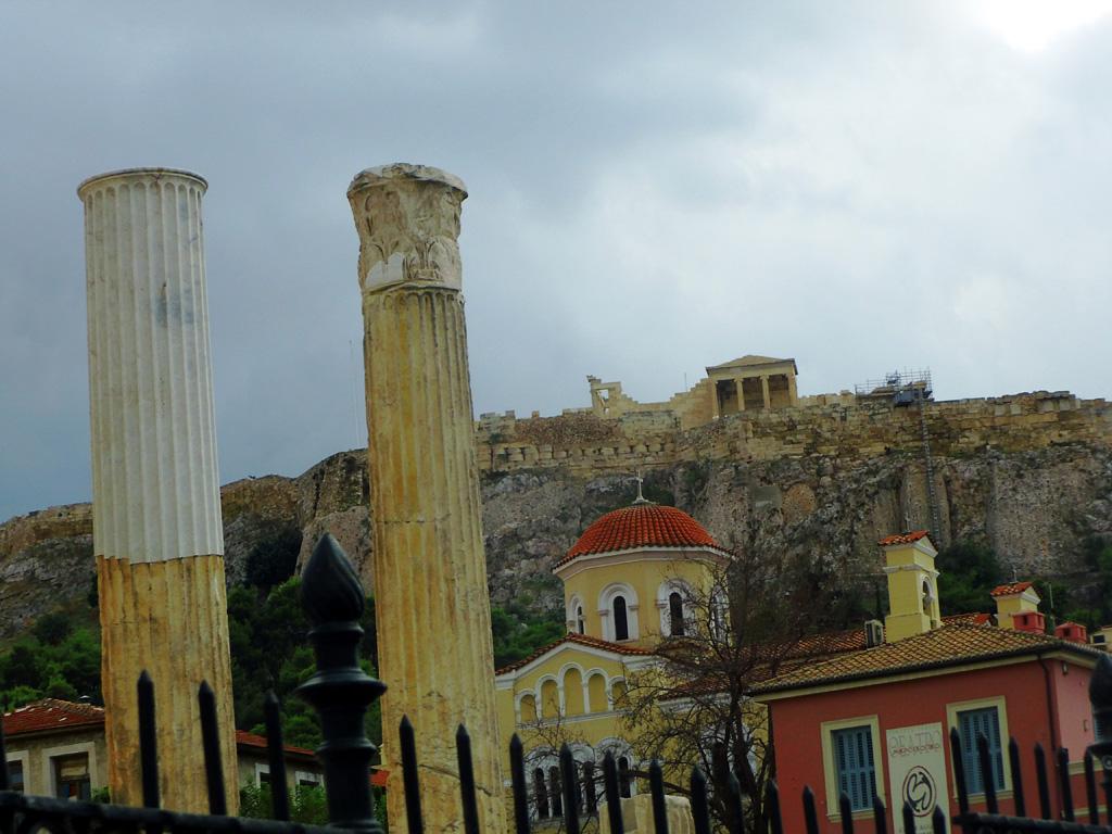 У подножья афинского Акрополя, Греция