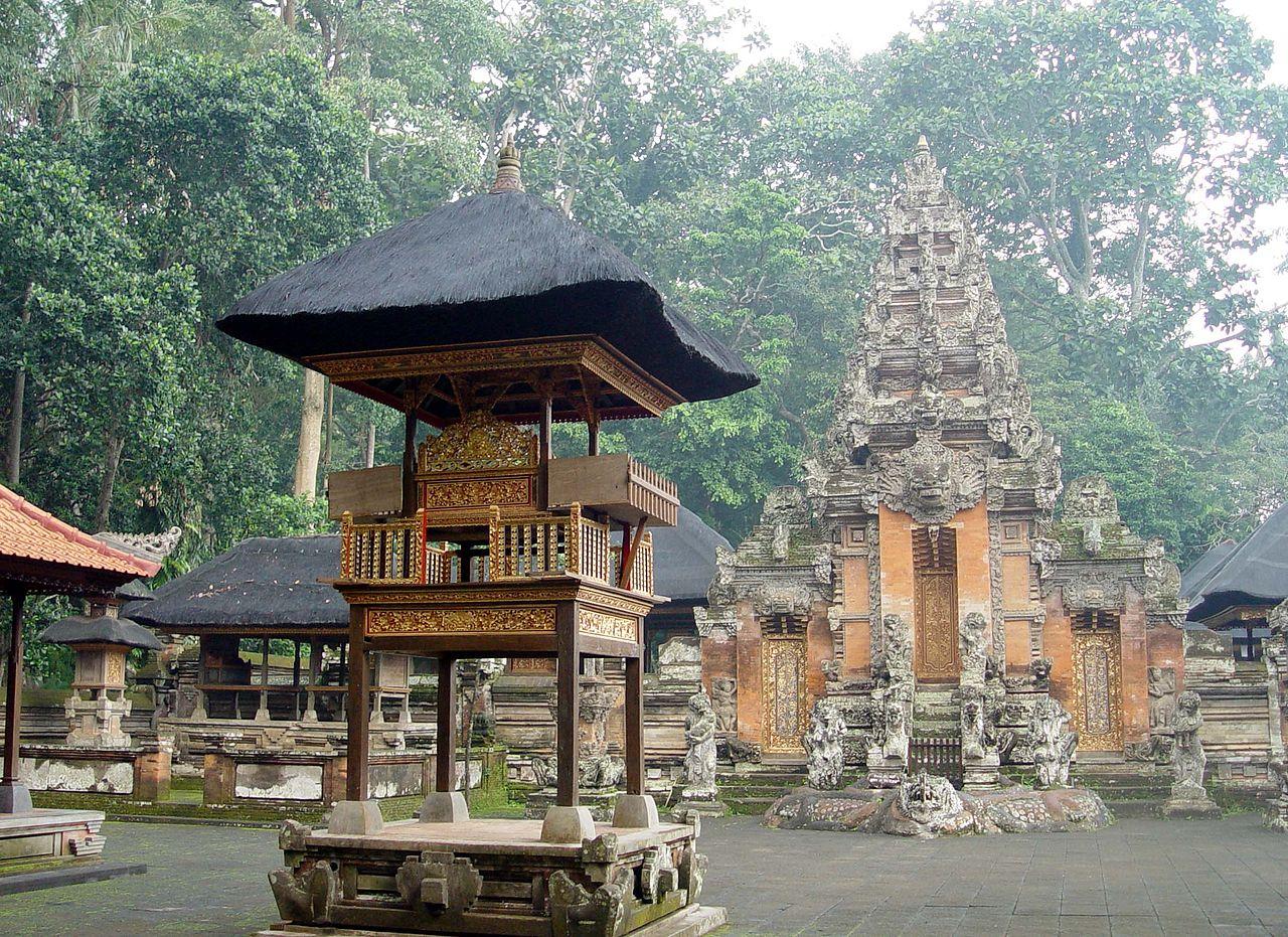Комплекс храмов в Лесу обезьян, Бали
