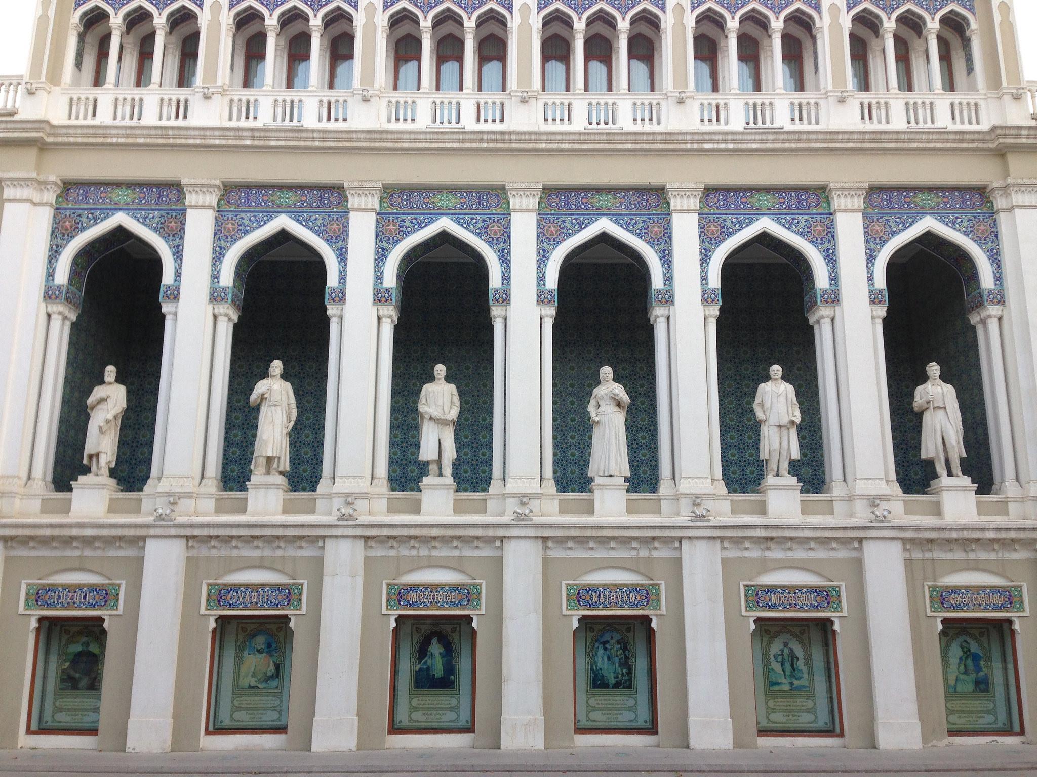 Музей азербайджанской литературы имени Низами Гянджеви, главный фасад