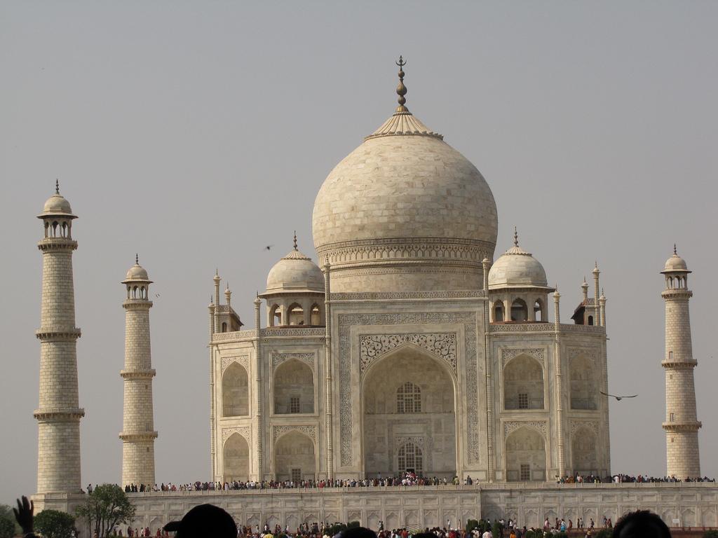 Тадж-Махал — невероятной красоты памятник архитектуры, Индия
