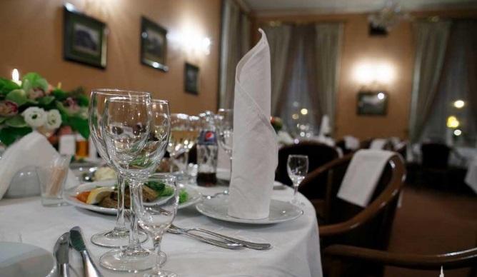 Внутри Венской кофейни, Львов.jpg