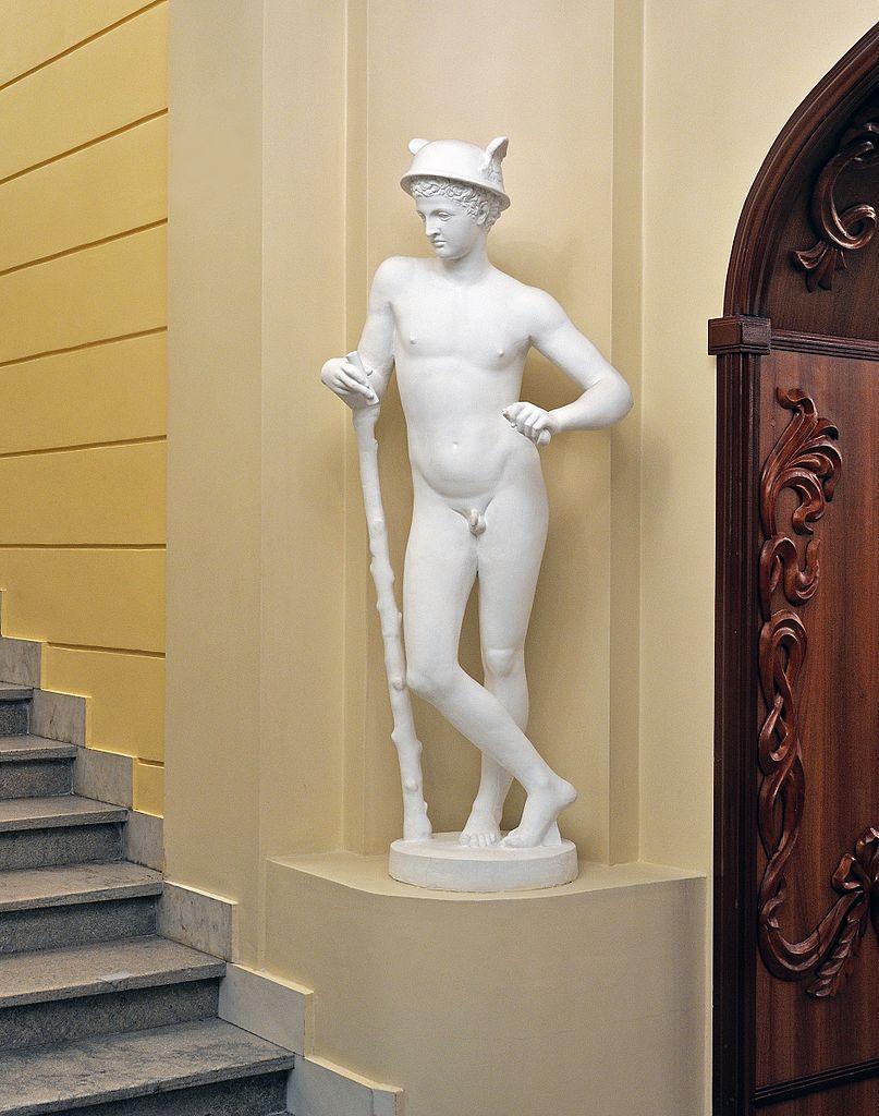 Театр драмы имени Фёдора Волкова, скульптура в интерьере театра