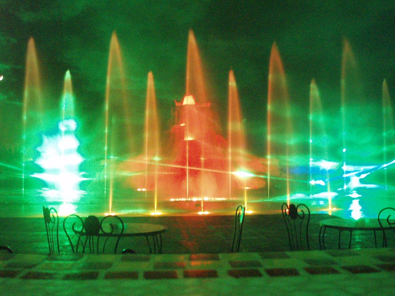 Шоу танцующих фонтанов, Протарас