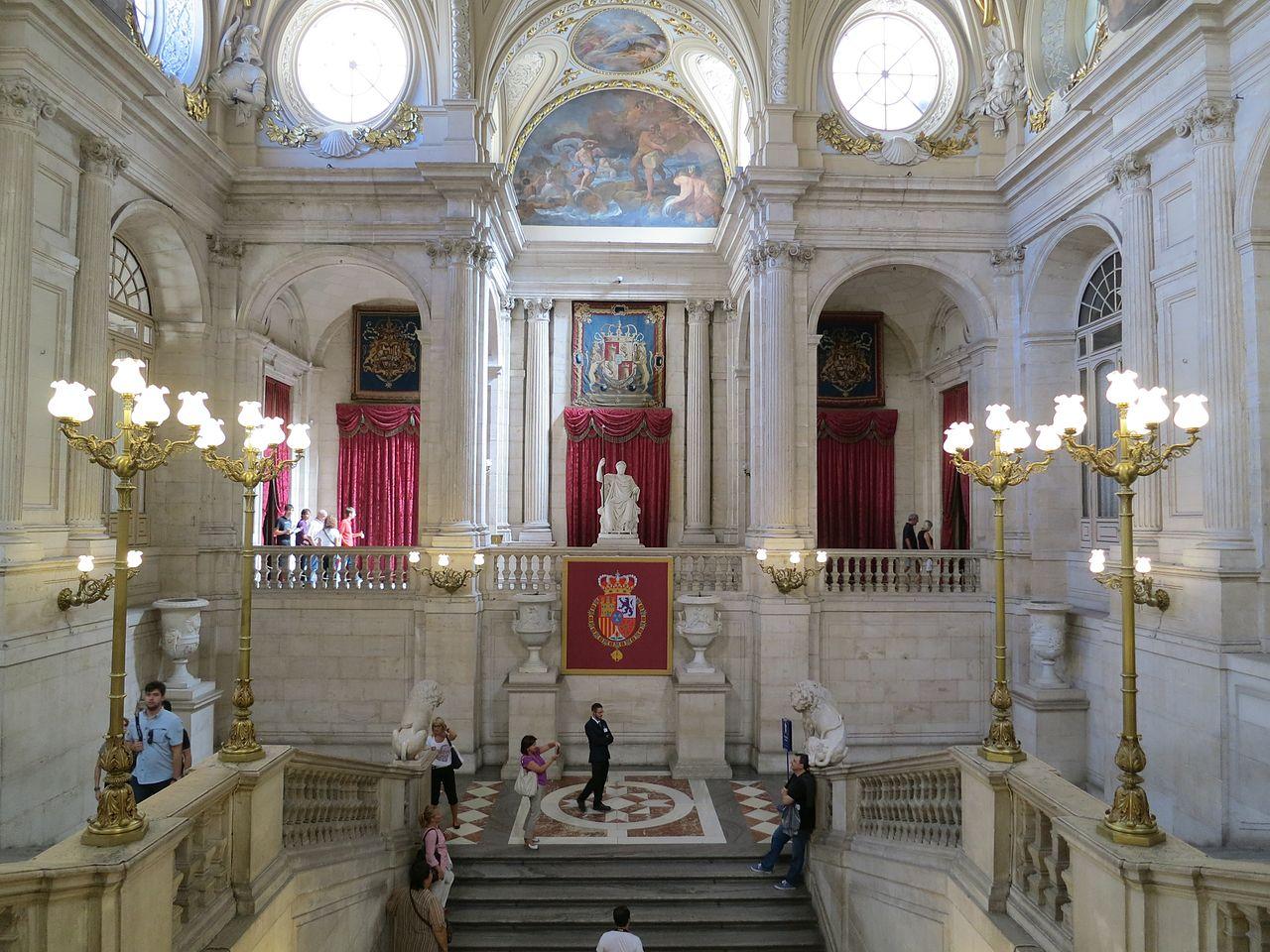 Королевский дворец в Мадриде, интерьер
