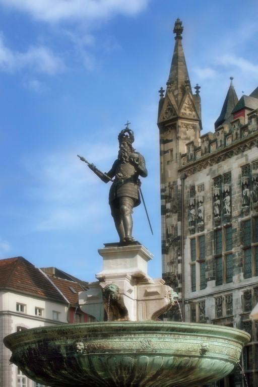 Статуя Карла Великого в Аахене