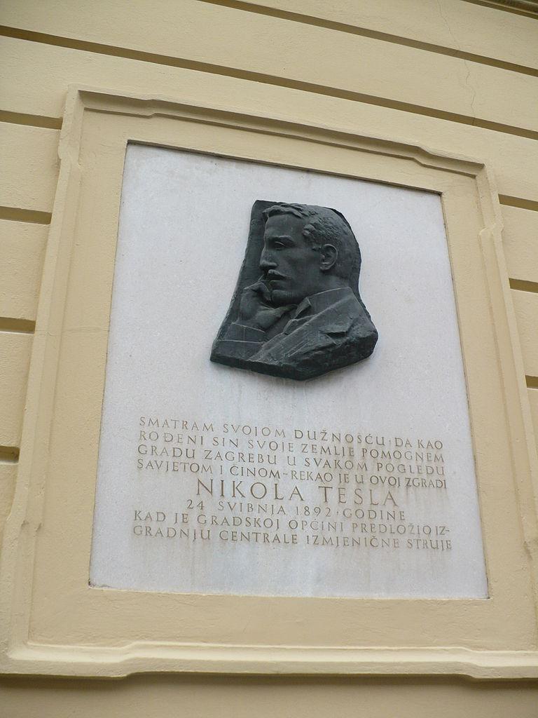 Музей Николы Теслы, памятный знак