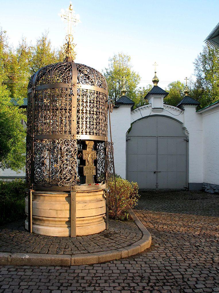 Борисо-Глебский монастырь, водосвятный колодец