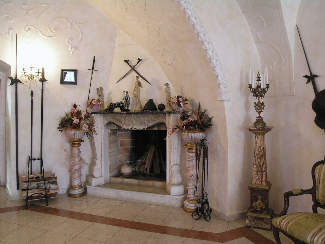 Замок Детенице, камин
