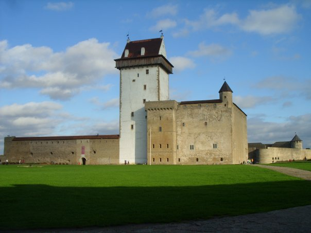 Нарвская крепость, Эстония.jpg