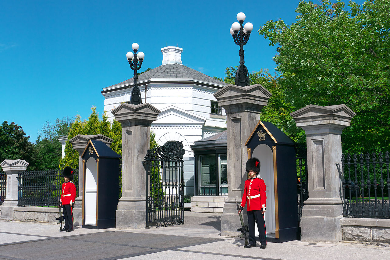 Особняк Ридо-Холл, главные ворота