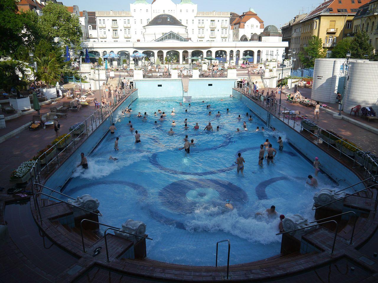 Купальни Геллерт, открытый бассейн