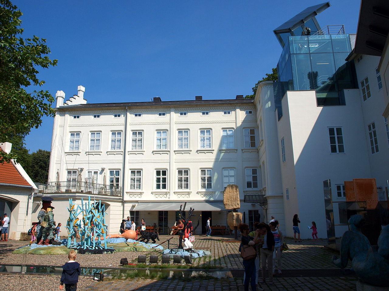 Музей Кампа, экспозиция во дворе