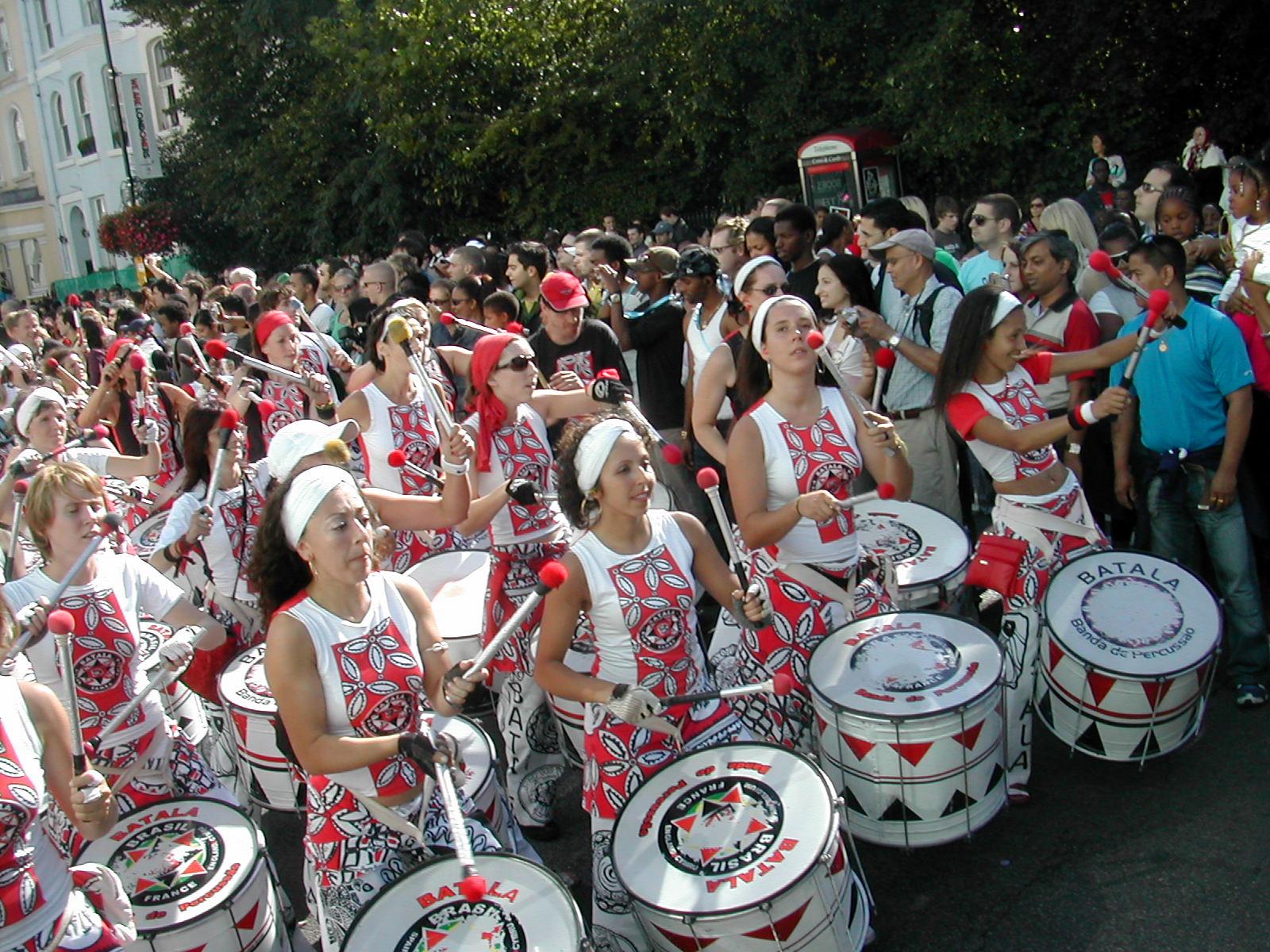 Парад на карнавале в Бразилии