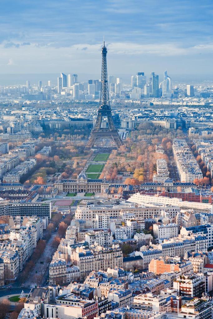 Вид на Эйфелеву башню, Франция.jpg