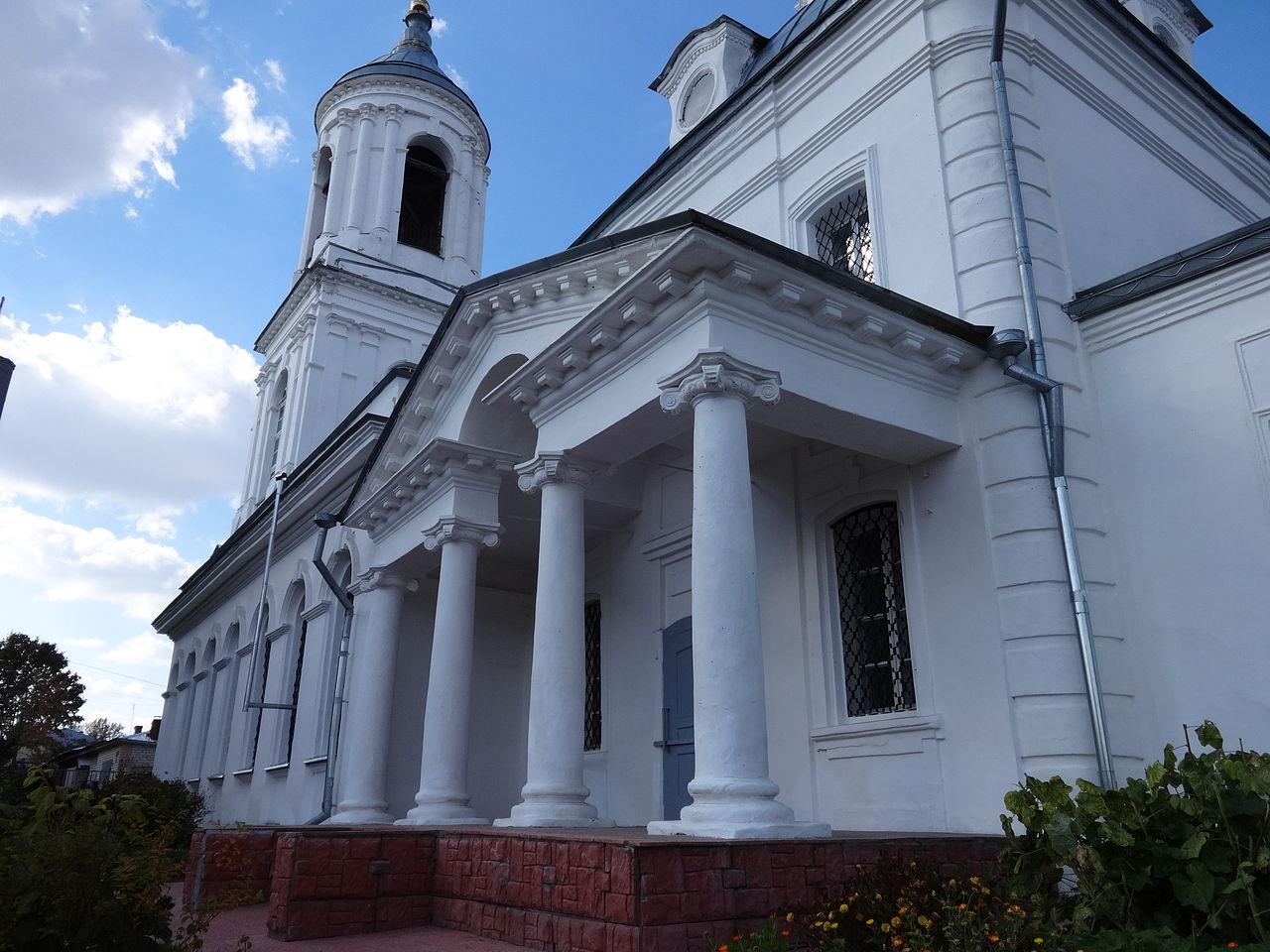 Церковь Смоленской иконы Божьей Матери, южный портик с колоннами
