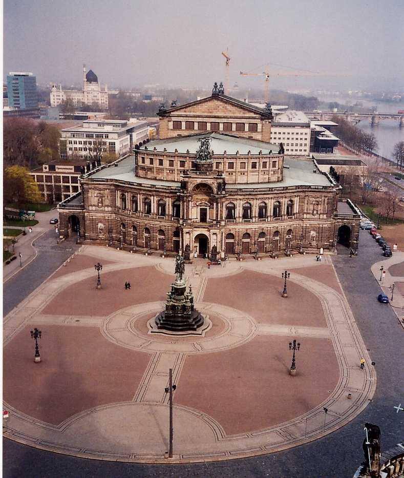 Вид на Дрезденскую государственную оперу, Театральная площадь