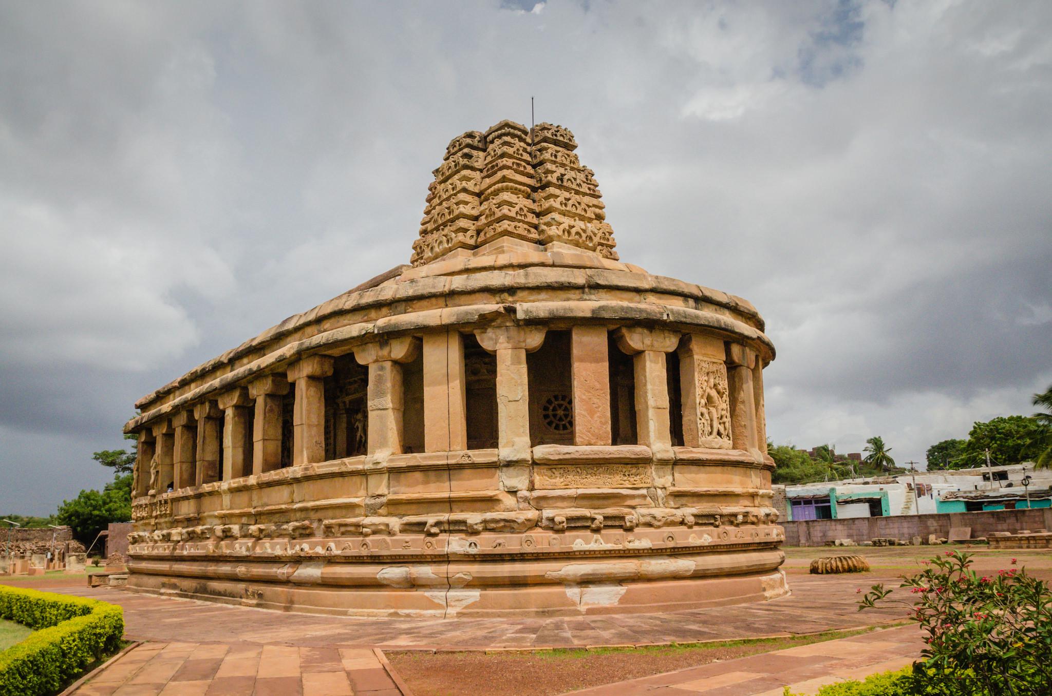 Вид на храм Дурга, Айхоле, Карнатака