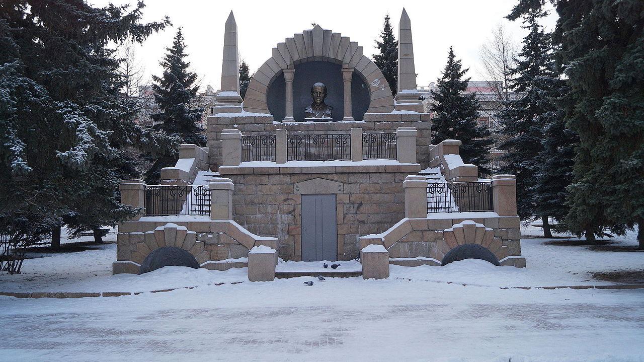 Памятник-мавзолей Ленину на Алом поле