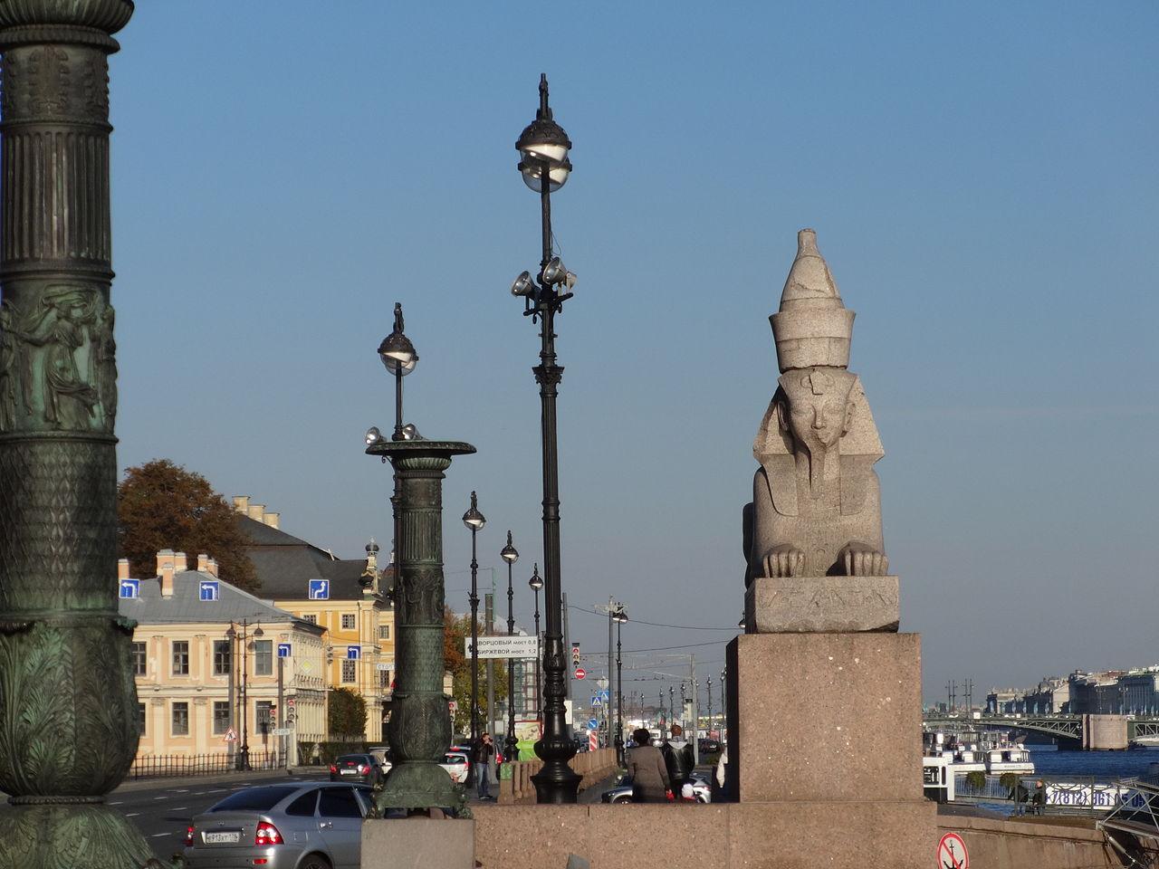 Пристань со сфинксами фараона Аменхотепа III в Санкт-Петербурге