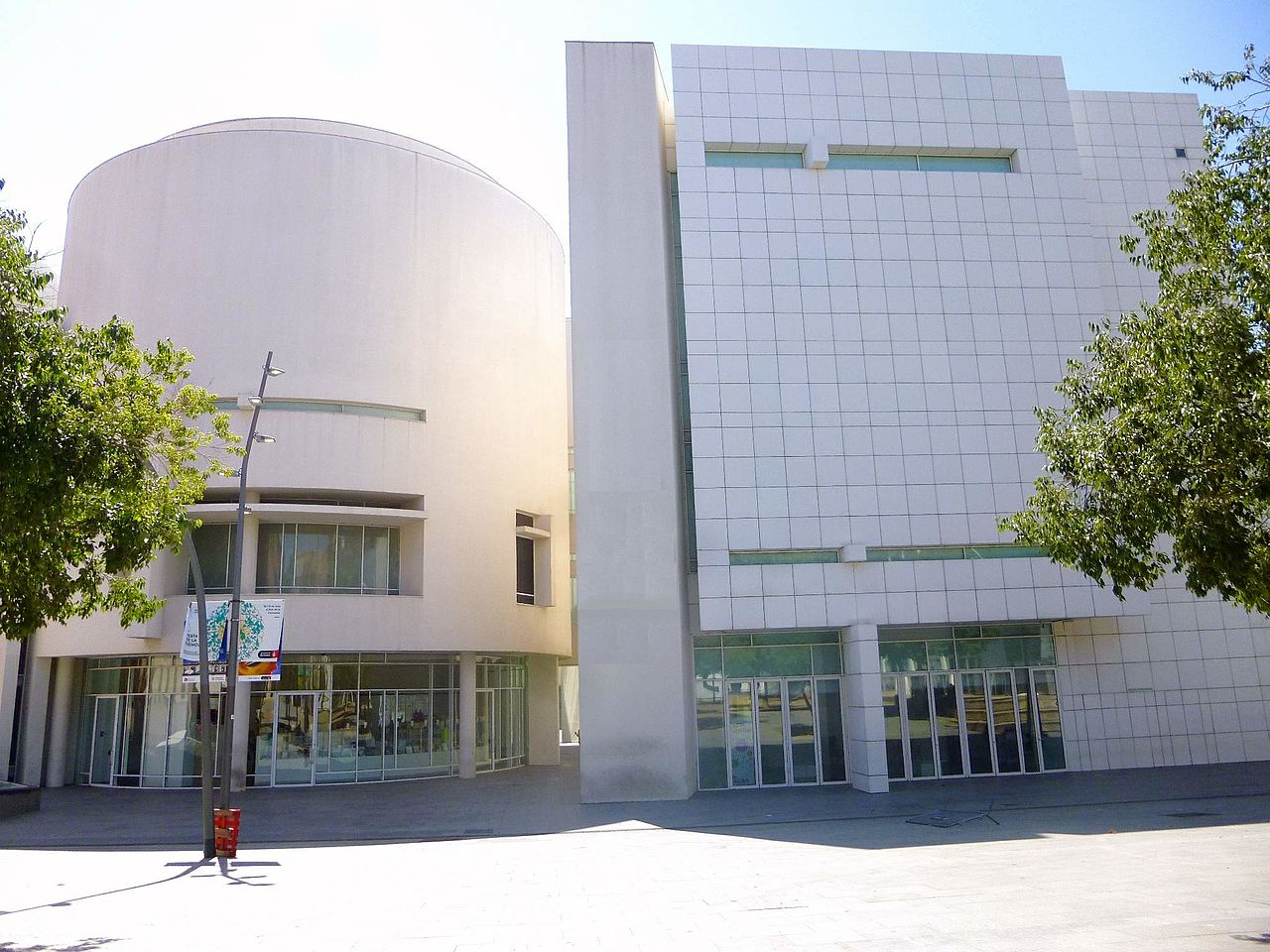 Музей современного искусства Барселоны, вход