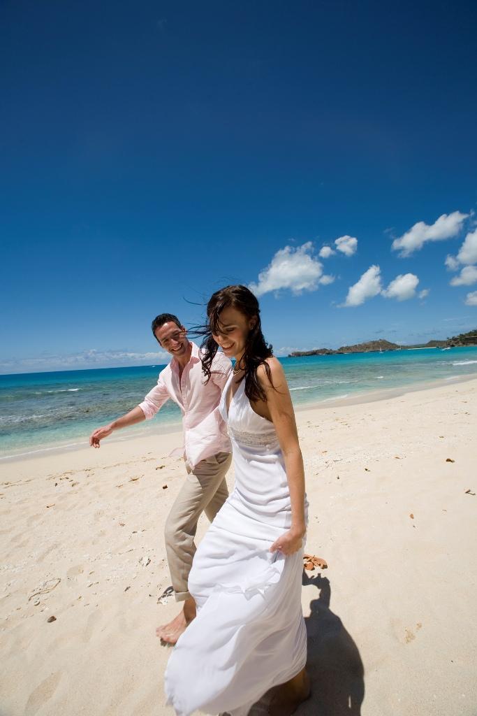 Свадебные прогулки по пляжам Антигуа и Барбуды.jpg