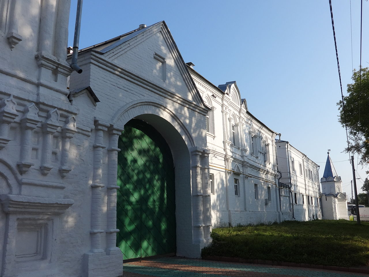 Свято-Троицкий монастырь, ворота