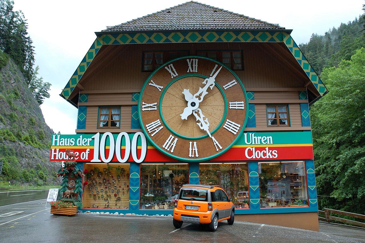 Сувенир из Шварцвальда - часы с кукушкой
