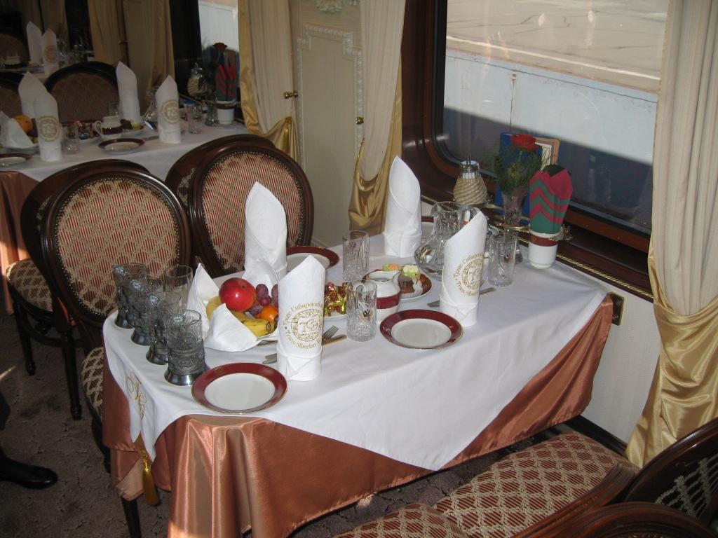Транссибирский экспресс «Золотой Орел», вагон-ресторан