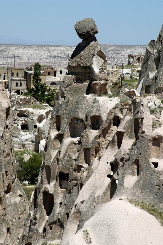 Каменные фигуры в Каппадокии