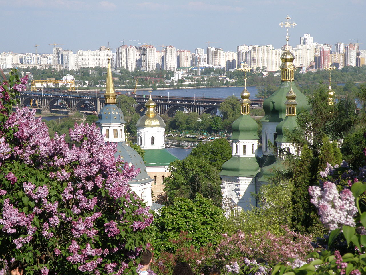 Выдубицкий монастырь, вид со стороны Ботанического сада