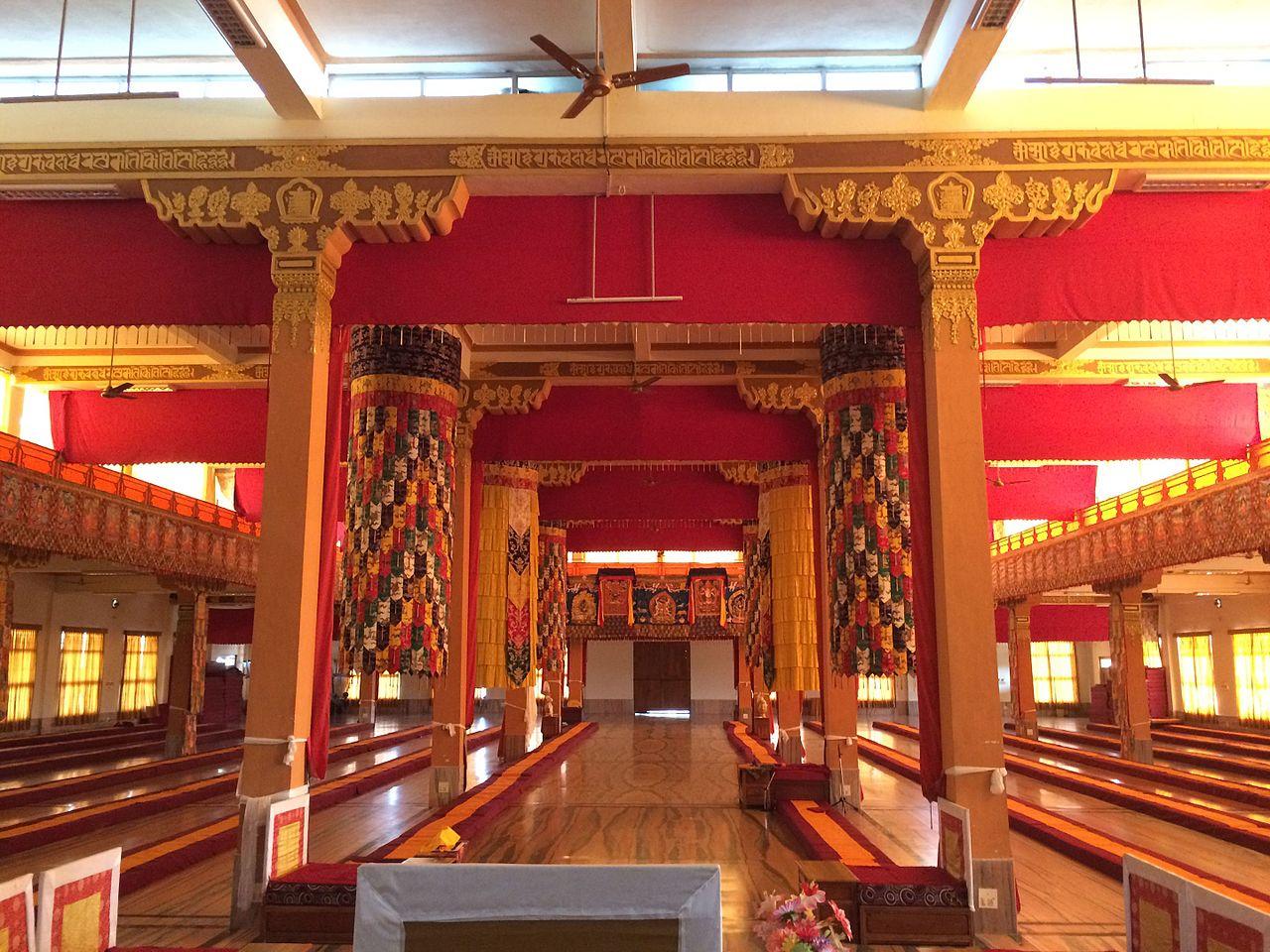 Молитвенный зал монастыря, тибетская колония Мунгод