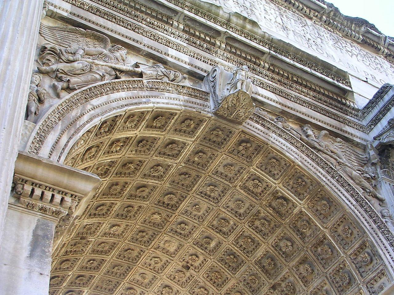 Римский форум, центральный пролёт арки