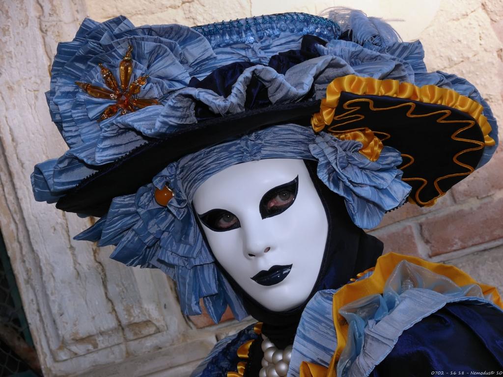 Яркие маски карнавала