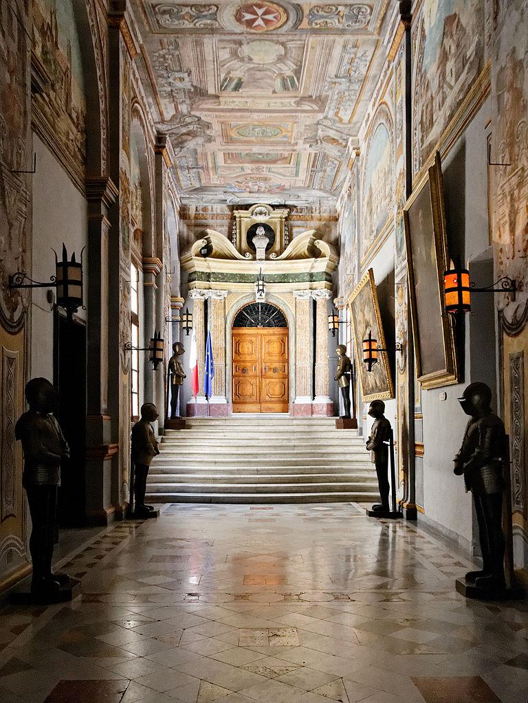 Дворец Великого магистра, оружейный коридор дворца