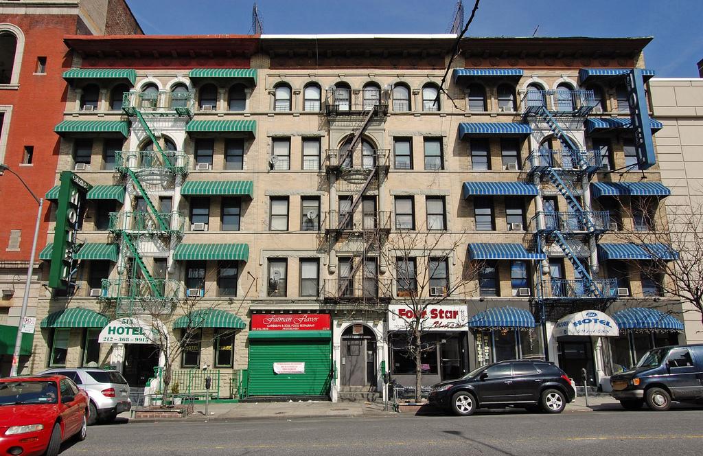 Магазины в районе Гарлем, Нью-Йорк