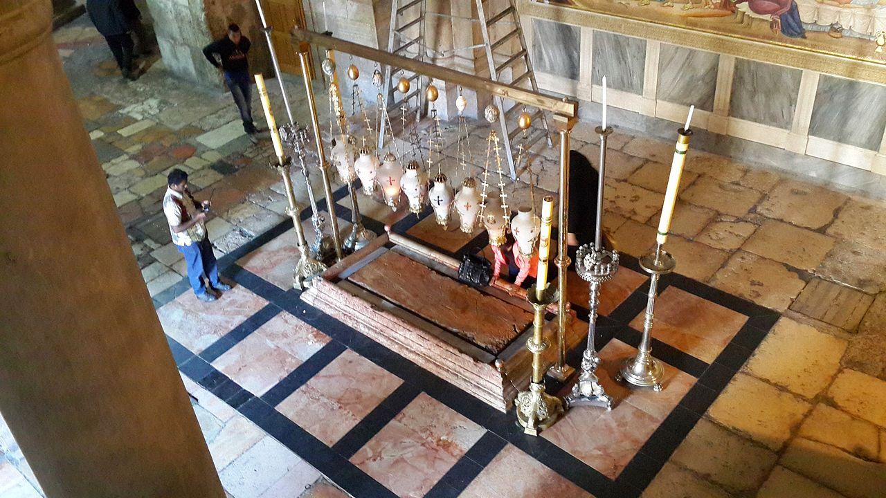 Храм Гроба Господня, камень Миропомазания (вид сверху)