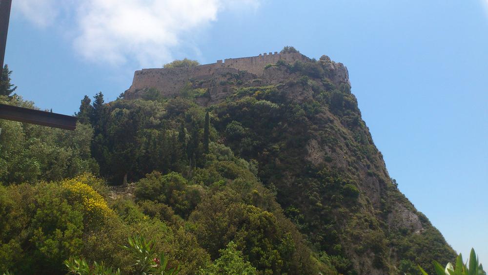 Вид на крепость Ангелокастро