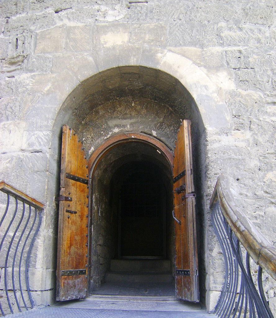 Девичья башня, вход
