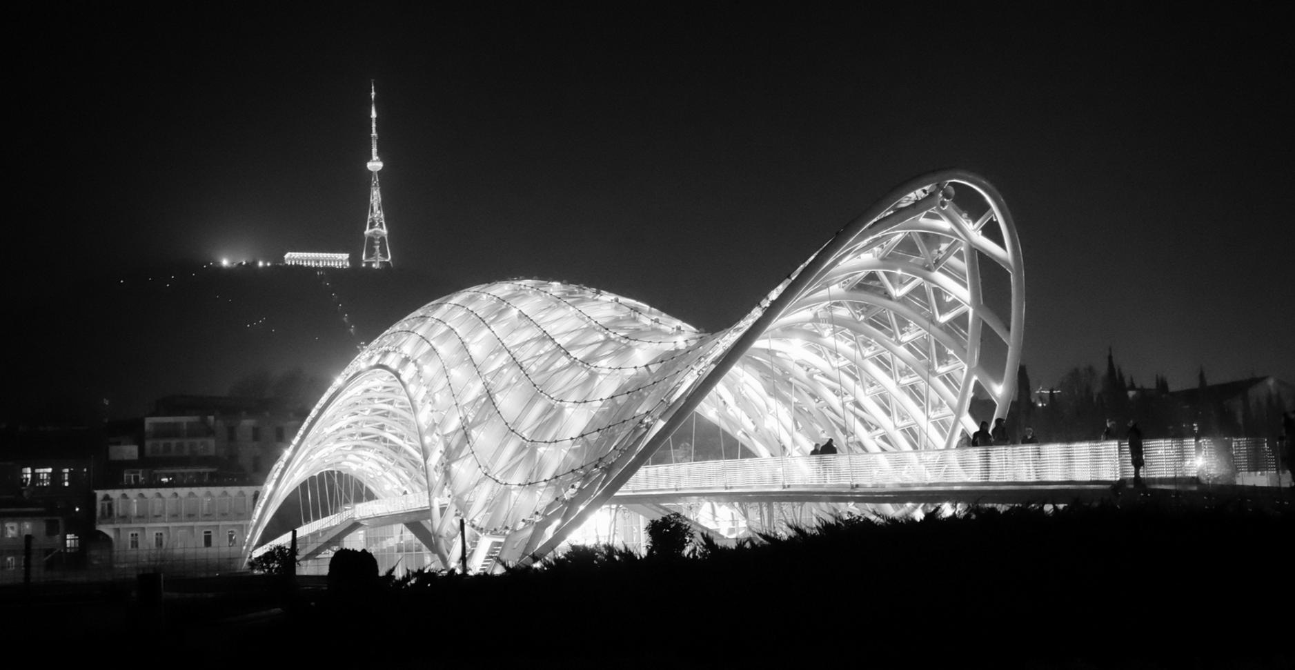 Мост Мира, вид ночью