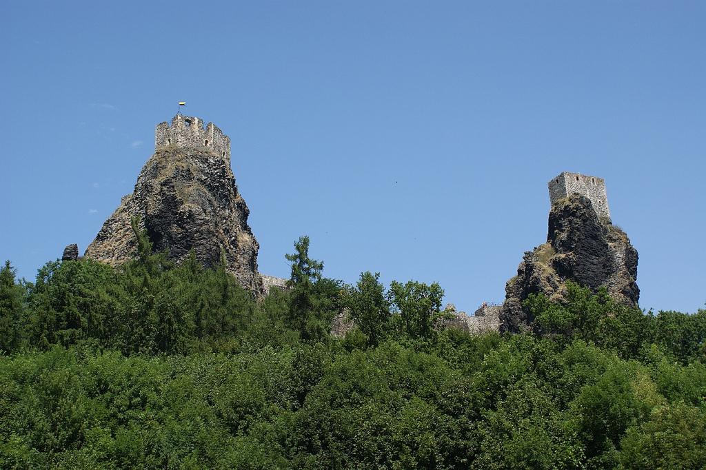 Вид на замок Троски