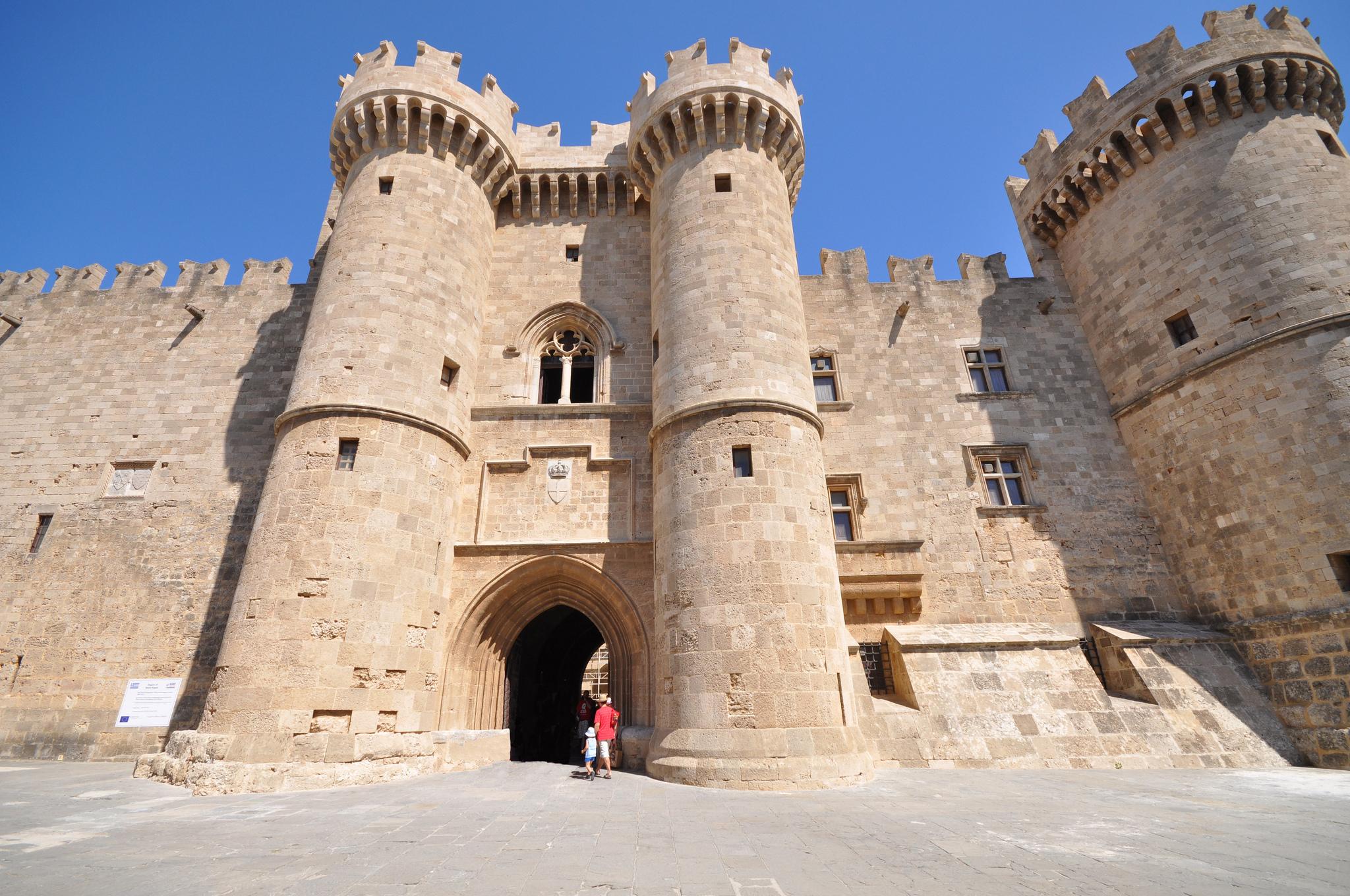 Дворец, бывшая резиденция великого магистра Родосского ордена