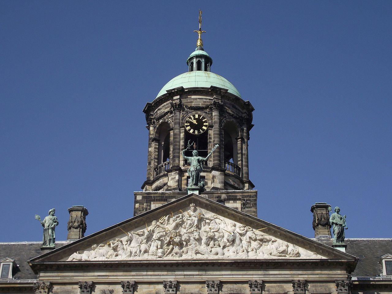 Королевский дворец в Амстердаме, башня с часами