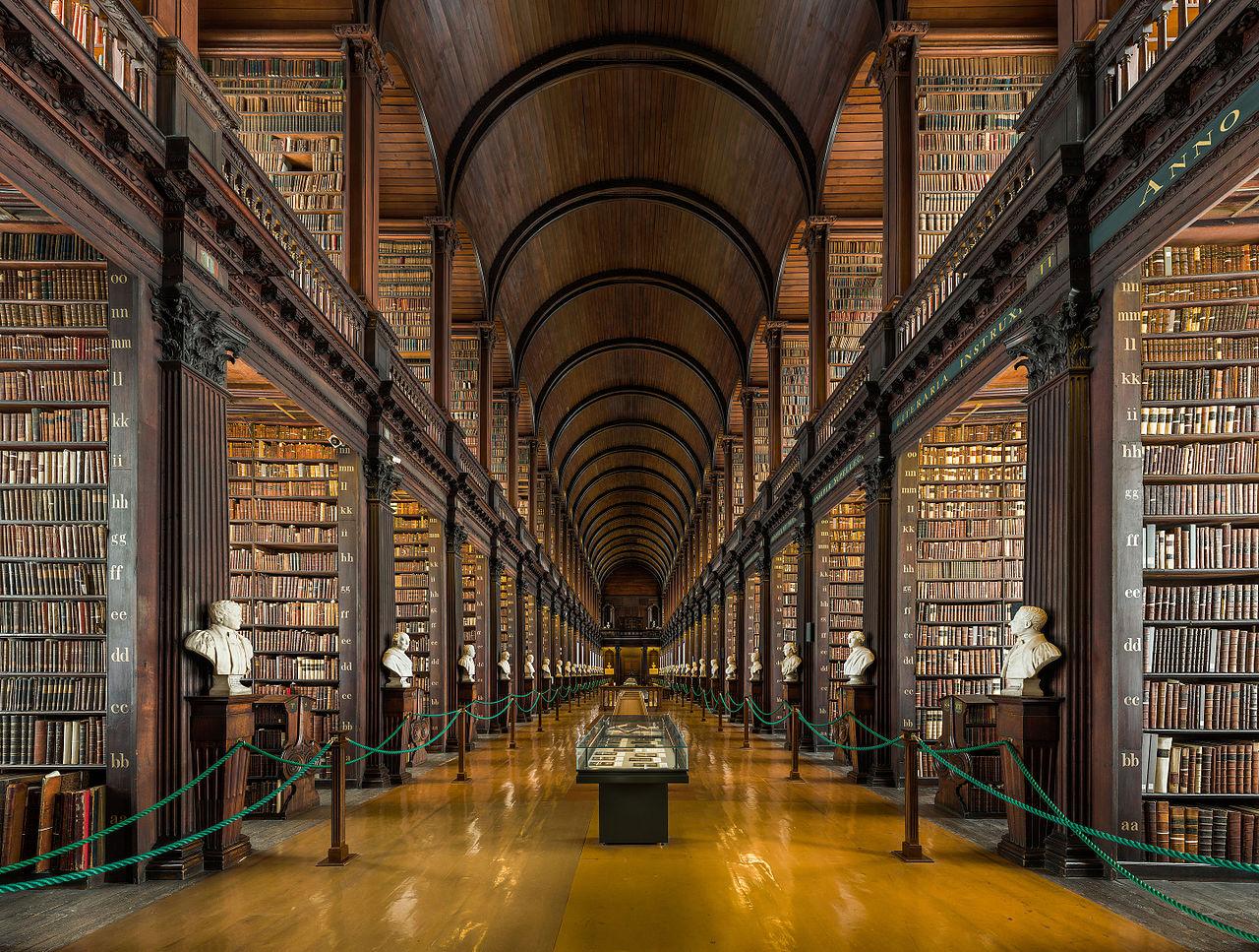 Тринити-колледж в Дублине, Длинная комната в библиотеке