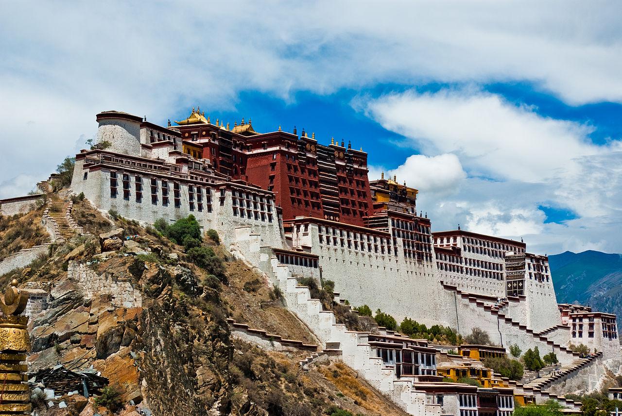 Царский дворец и буддийский храмовый комплекс Потала