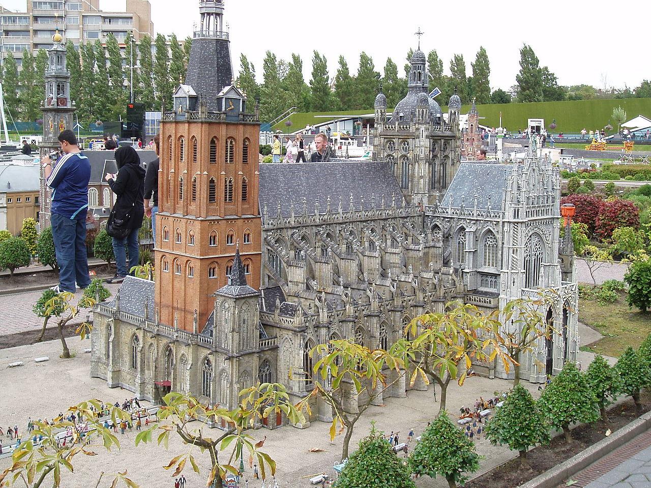 Мадюродам, макет собора в Хертогенбосе