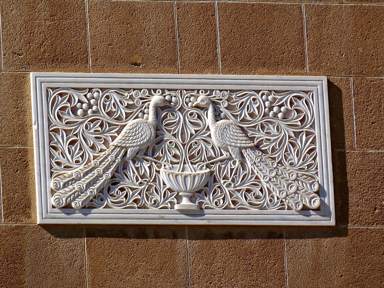 Павлины на стене Дворца Архиепископа, Никосия