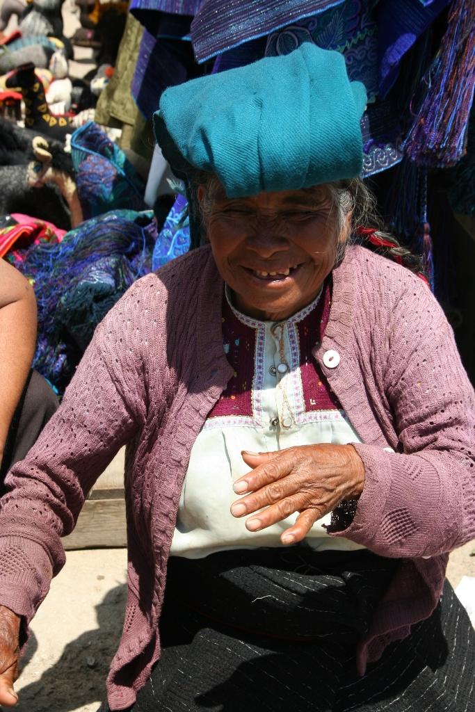 90-летняя индеанка на рынке в Мексике.JPG